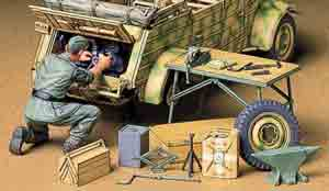 1/35 Kubelwagen Engine Maintenance Set