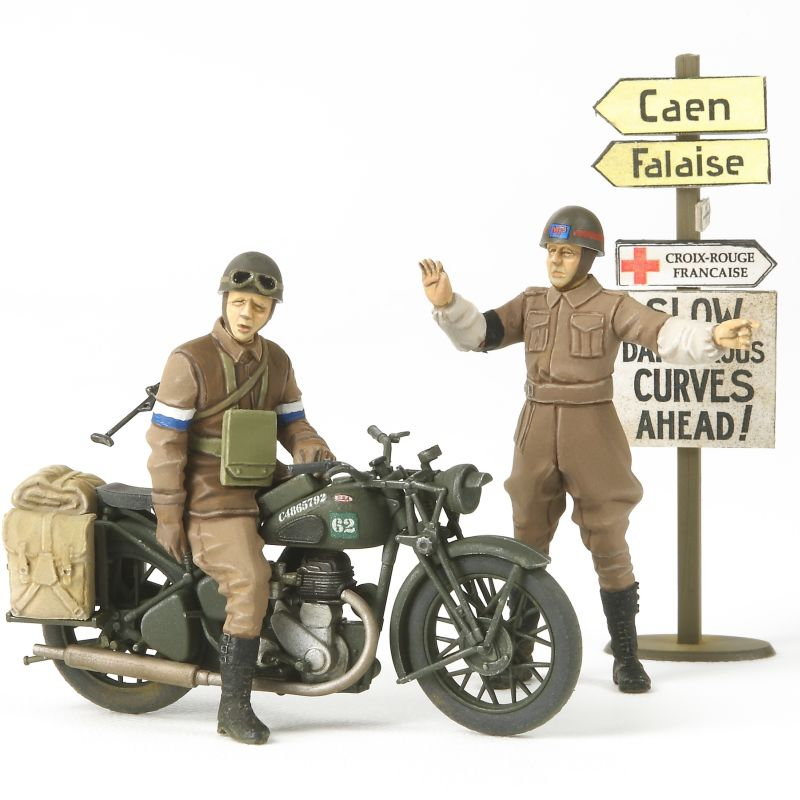 1/35 British Bsa M20 Motorcycle W/Military Police Set